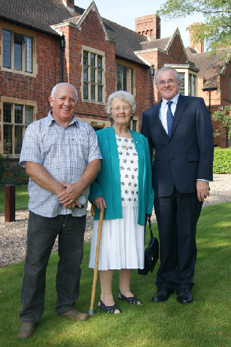 Former Staff Member from the 1940s re-visits the School